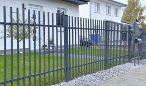 Metallzaun reinigen - Ampanel.de