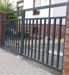 Polnische Tore zu Doppelstabmattenzäunen - Ampanel.de