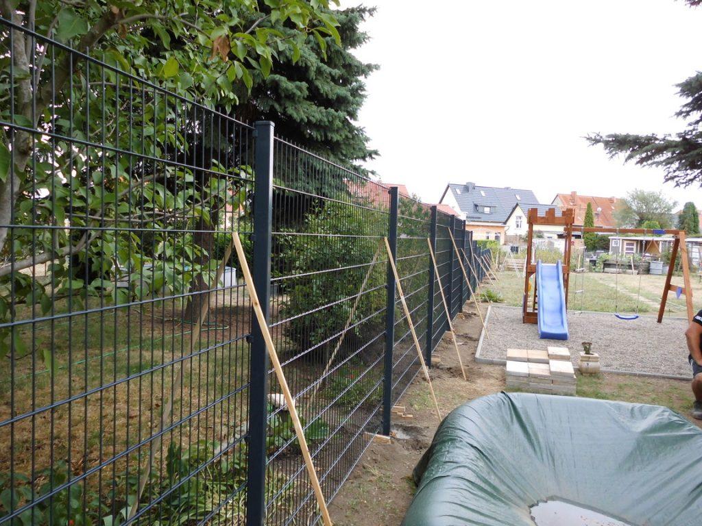 Zaun für einen Neuhaus - Ampanel.de