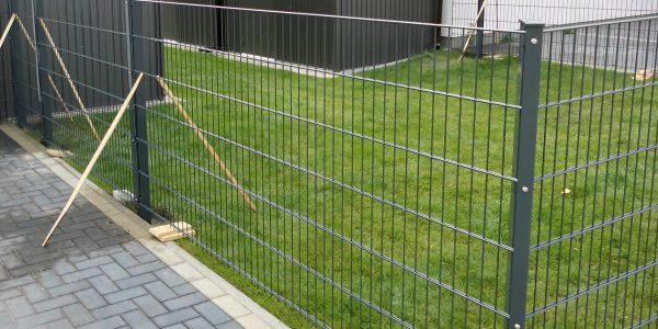 Was kostet Doppelstabmattenzaun in Polen - Ampanel.de