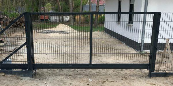 Schiebetore für Doppelstabmattenzäune - Ampanel.de