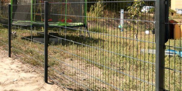 Zaunelemente aus Doppelstabmatten - Ampanel.de
